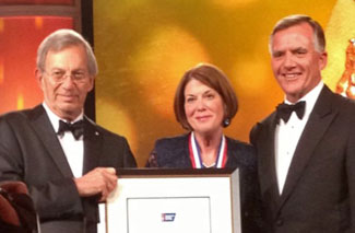 Dr. Barbara Rimer, center, accepted the ACS Medal of Honor on May 22. Dr. Vince DeVita (left), ACS president, and Gary Reedy (right), chair of the ACS board of directors, made the award presentation.