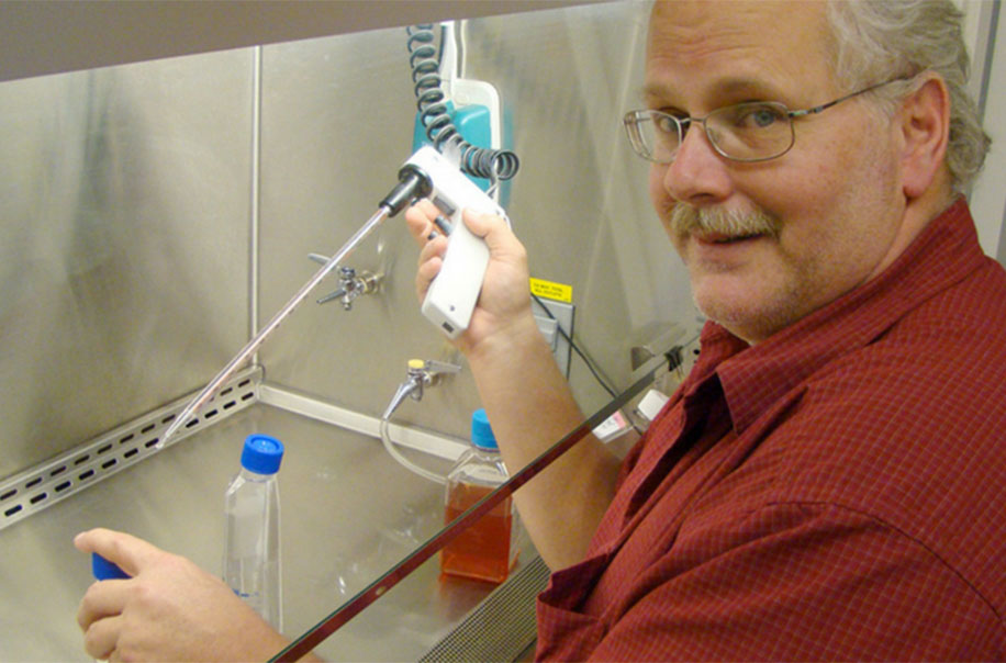 Dr. Ralph Baric works in his lab.