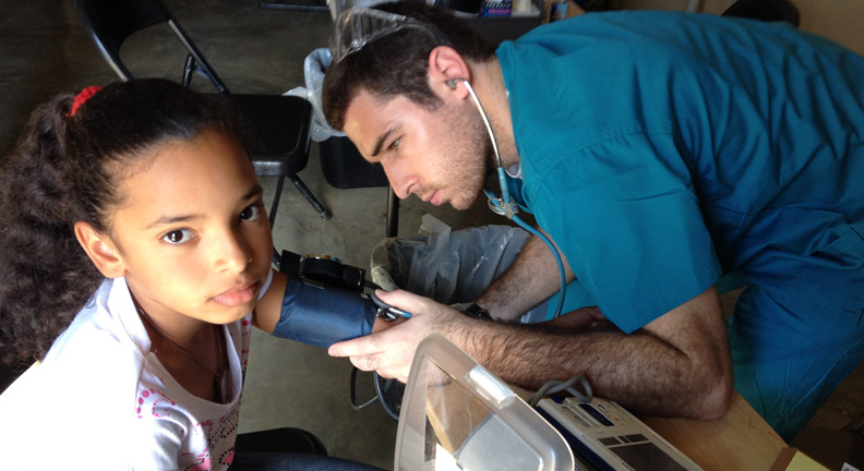 Alumnus Dr. Daniel McMillan worked in a clinic in the Dominican Republic in 2013.
