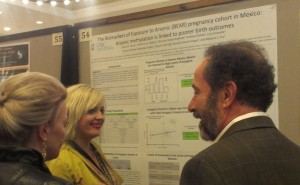 SRP trainee Jessica Laine discusses her research during the graduate research poster session at the 2013 SRP Annual Meeting.
