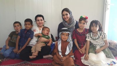 Iraqi mothers and childen pose for a photo.