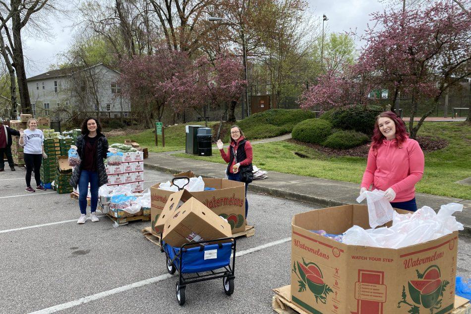 Students volunteer during coronavirus pandemic.